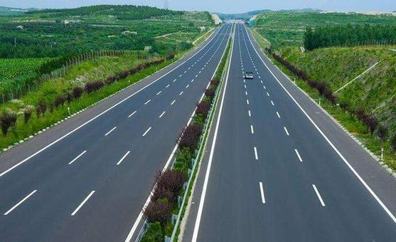 其中要实施龙城大街东延、综合通道、秋郭路等建设项目,畅通太原与