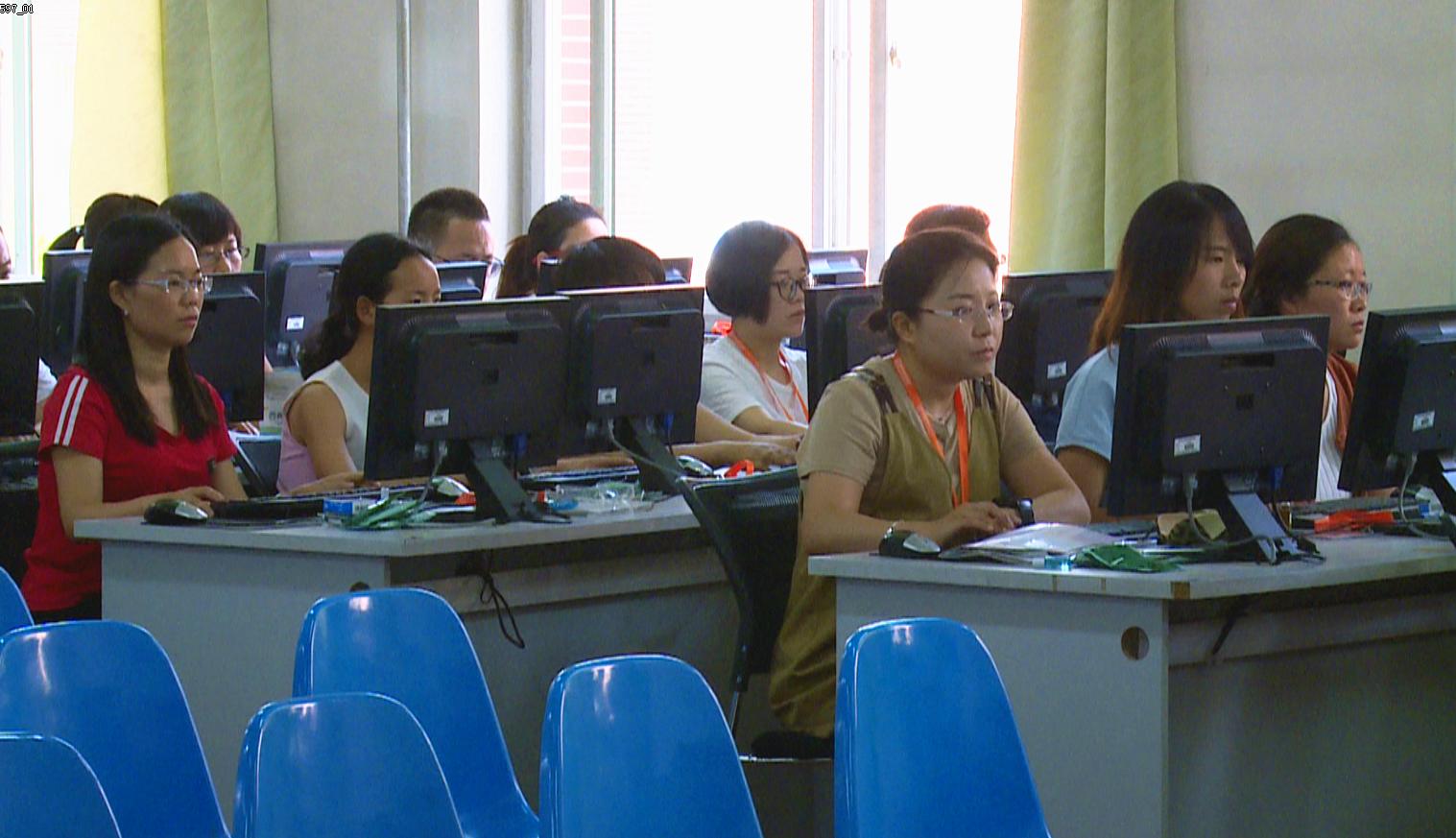 每道試題由兩名或多名老師同時背對背評閱打分。