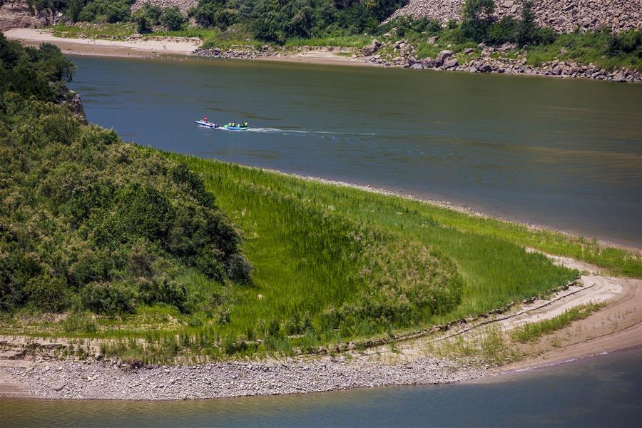 山西平陸:黃河漂流享清涼