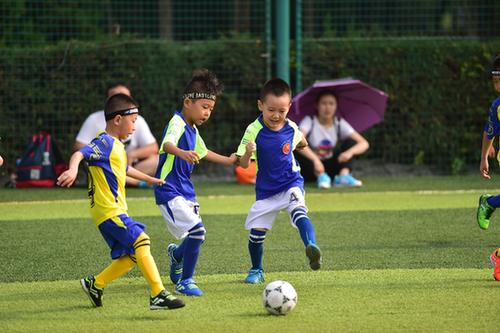 太原市舉辦全國少年足球邀請賽 6歲組選手引人注目