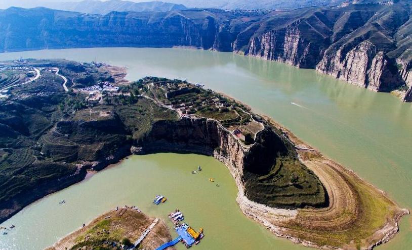 【飛閱中國】航拍老牛灣景區:長城與黃河握手的地方