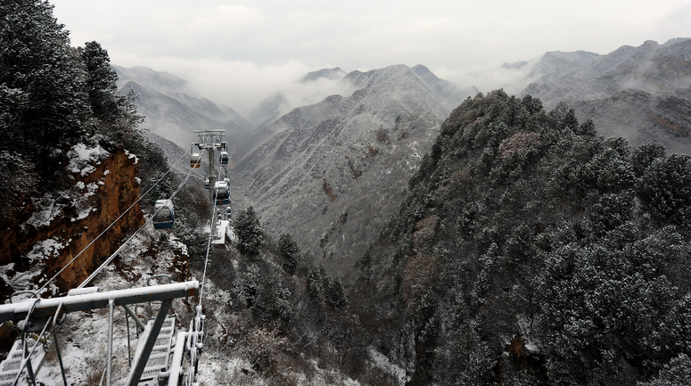 五老峰迎今冬首場降雪 銀裝素裹美如畫