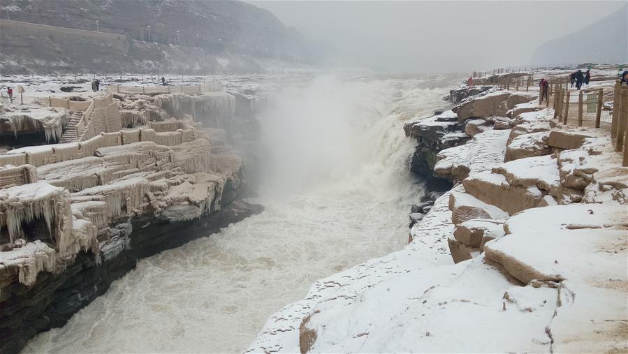 壺口瀑布迎降雪