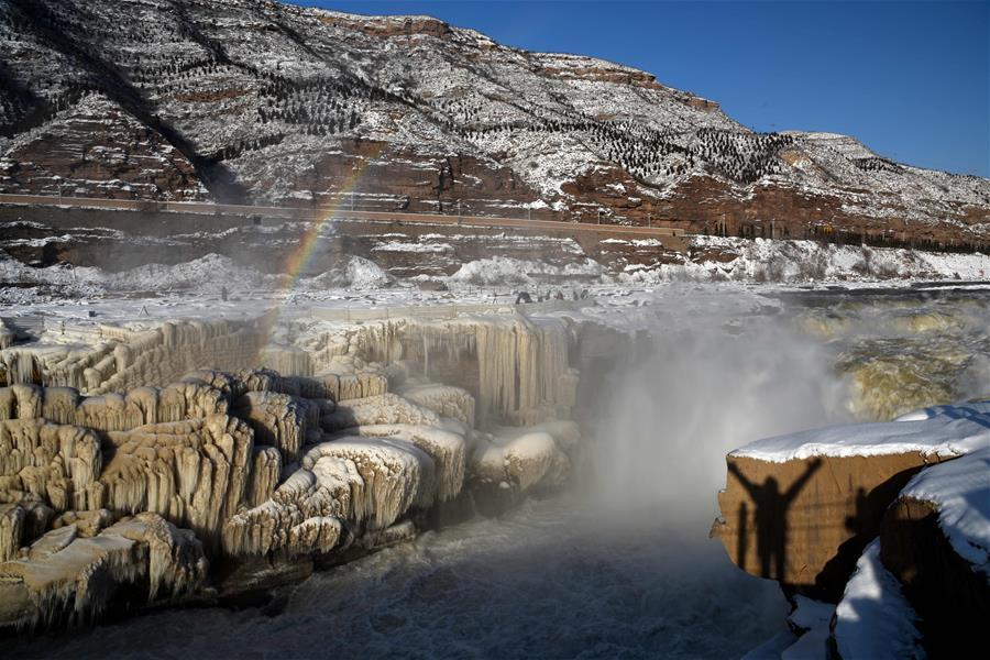 黃河壺口瀑布雪景如畫