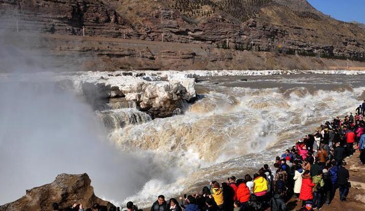 黃河壺口瀑布冰消河開迎客來