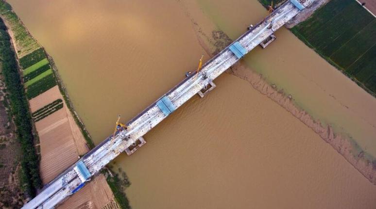 运宝高速黄河大桥加紧建设