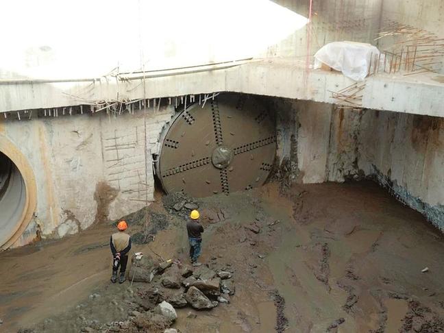 太原水西关街雨水主线顶管工程双线贯通