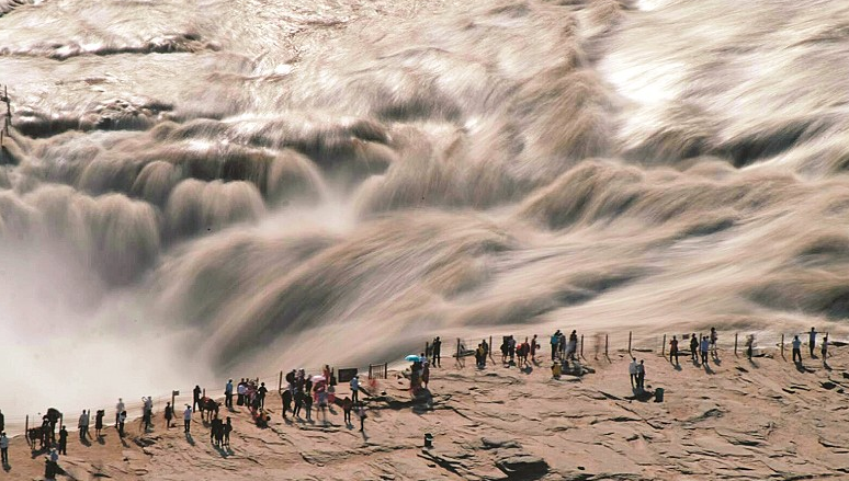 黄河壶口现罕见瀑布群