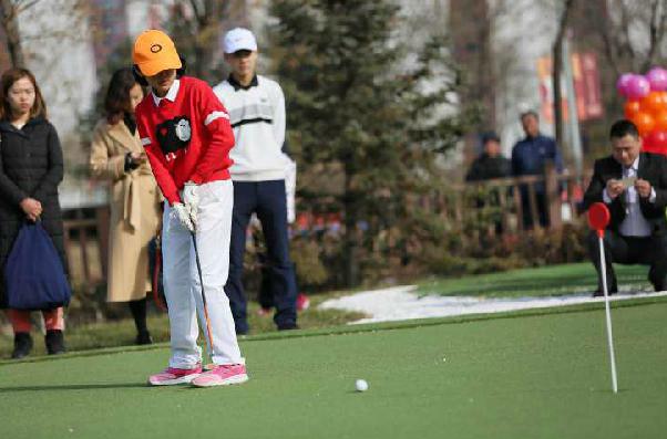 山西青少年高爾夫球冬令營揮桿開營