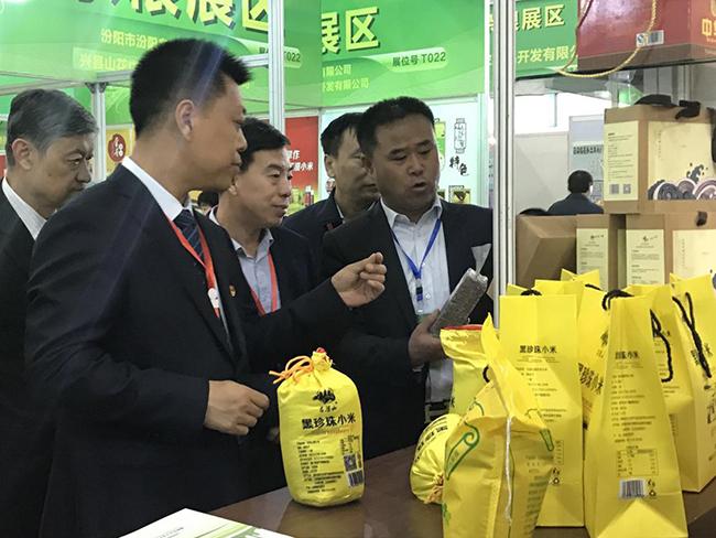"""柳林縣18家農産品企業""""叫響""""呂梁名特優功能食品展銷會"""