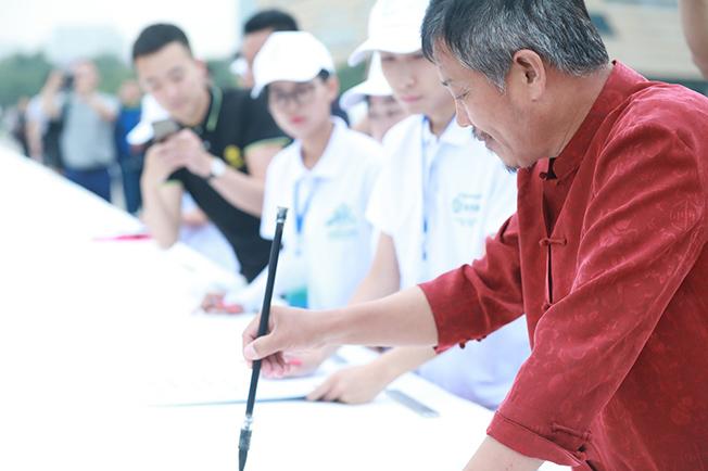 """57歲的山西人楊拴明創造""""一筆空心字""""吉尼斯世界紀錄"""