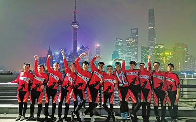 """""""別人家的班主任""""高考後帶11名學生千裏騎行去上海"""