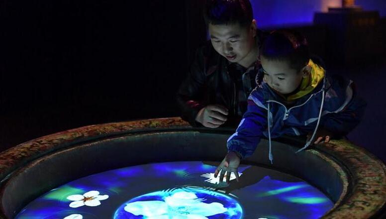 山西太原:博物館裏過假期