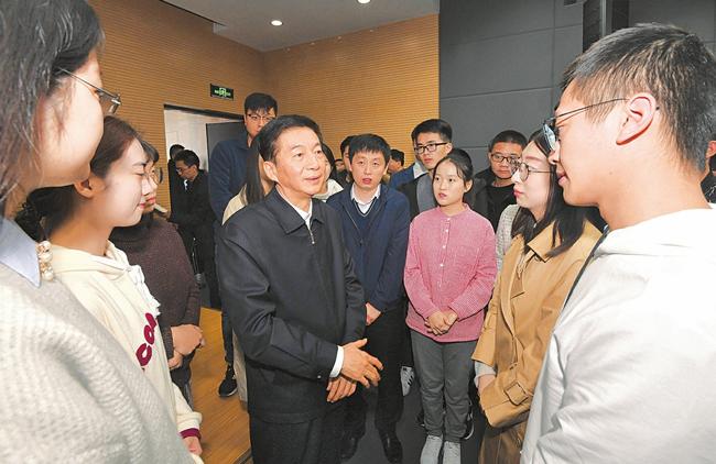 駱惠寧在山西大學宣講黨的十九屆四中全會精神