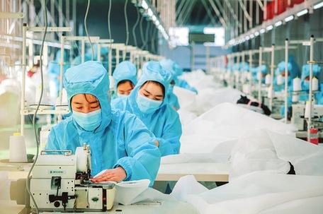 高平4條民用防護服生産線投産運行