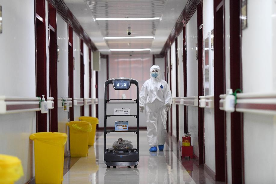 """智能機器人在隔離病區""""上崗"""""""