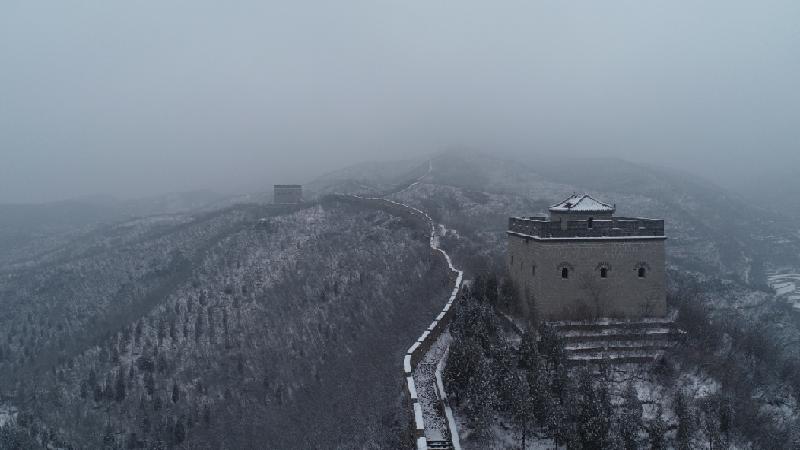 航拍固關長城:漫天春雪來,山景美如畫