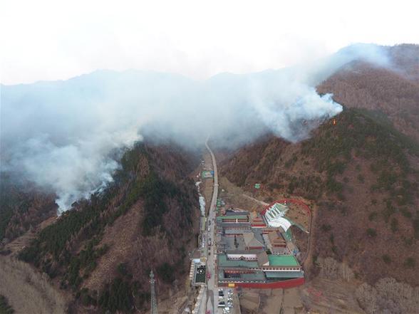 山西五臺山景區發生一起火情 目前正全力撲救