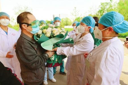 太原市四院8位境外輸入新冠肺炎確診患者治愈出院