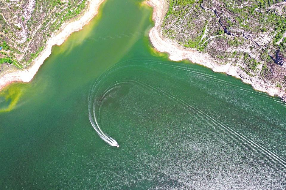 高峽出平湖