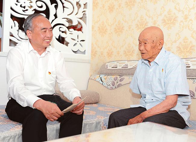 林武在忻州市看望慰問基層黨員
