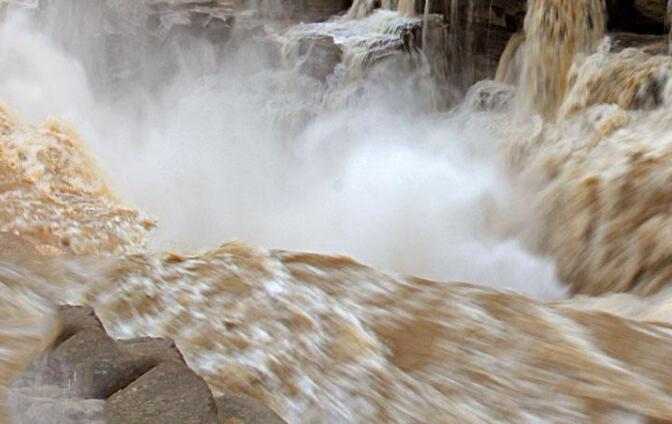 山西壺口瀑布景區受洪峰影響暫時關閉