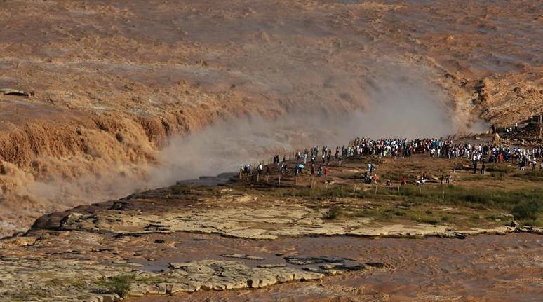 黃河壺口瀑布洪峰過後開放迎客