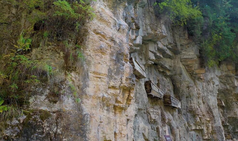 寧武石門懸棺:懸挂著的奇觀
