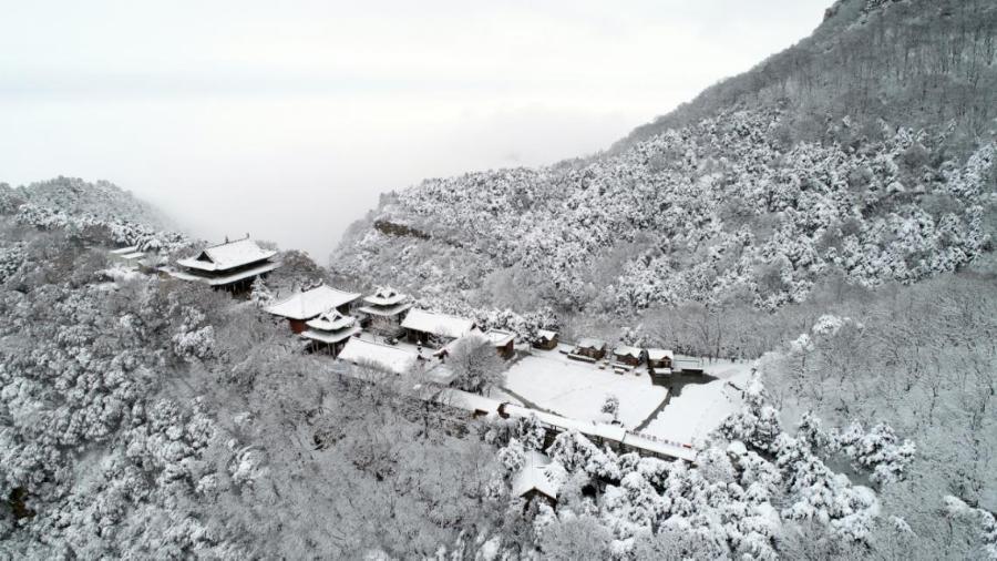 雪韻五老峰