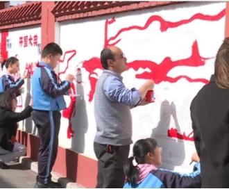 """手繪""""黨史文化墻"""" 打造黨史學習教育新窗口"""